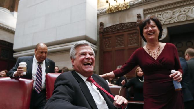 сенатор смеётся