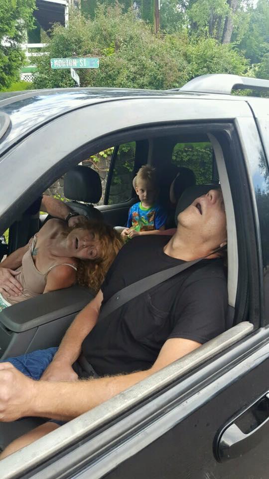 наркоманы в автомобиле
